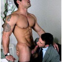 Plan suce hard entre homme viril mature