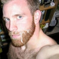 Homme viril roux pour plan cul éjac faciale